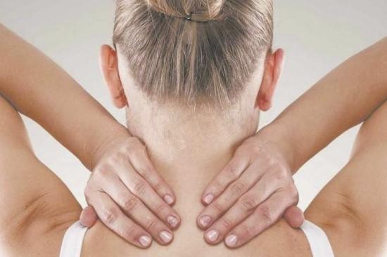 estiramiento de cuello de yoga