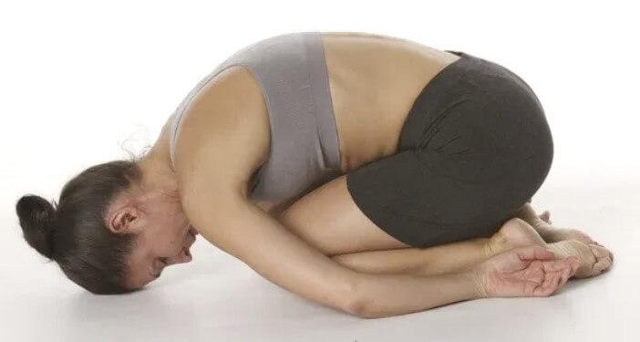 postura del niño de yoga